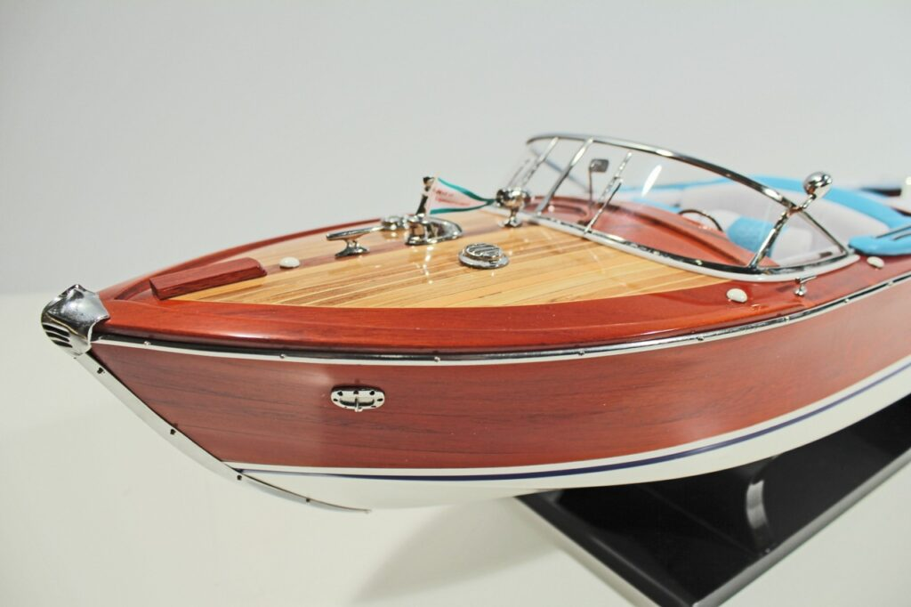 Riva Aquarama festett makett Motorcsónak makett