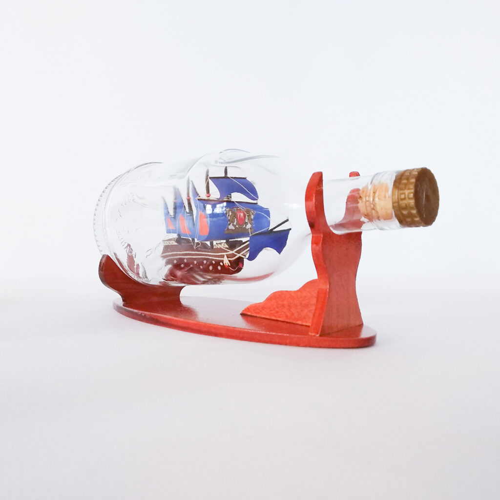 Caravelle Henessy palackban Hajómakett üvegben