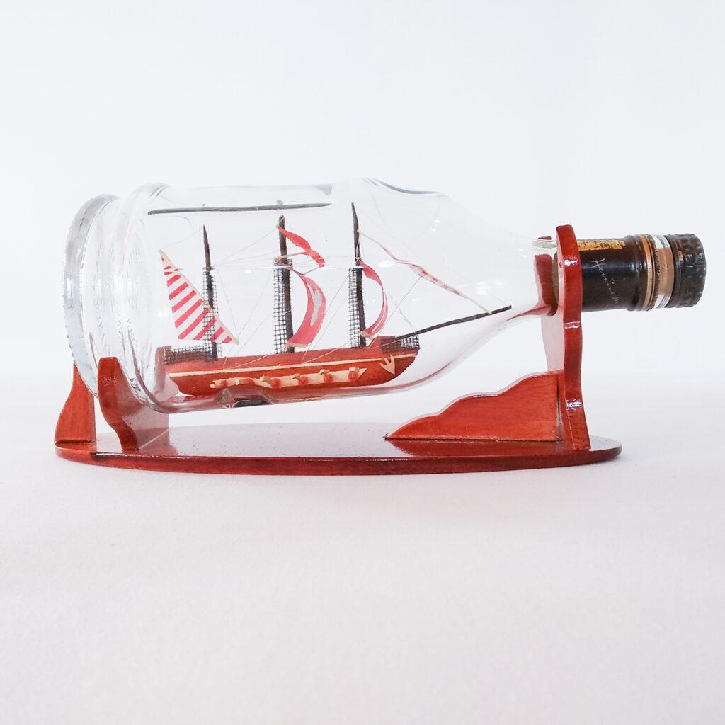 Galeon Henessy palackban Hajómakett üvegben